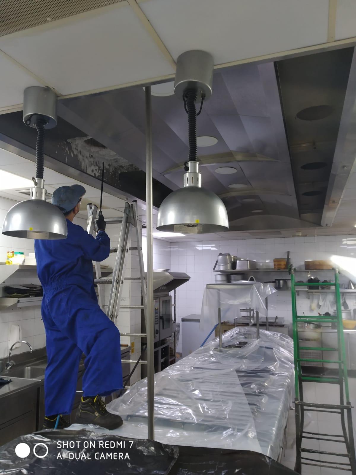 Limpieza de campana – Preparación y espumado antes del servicio